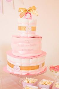 Gâteau de couches personnalisé pour une baby shower princesse