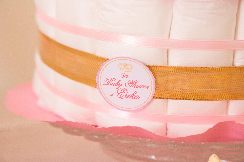 le g teau de couches ou diaper cake le cadeau original pour une baby shower organisation. Black Bedroom Furniture Sets. Home Design Ideas