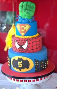 Anniversaire super-héros design Cake