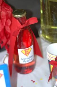Invitations super héros  bouteilles de jus de fruits