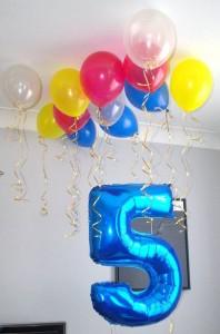 ballons au plafond deco anniversaire