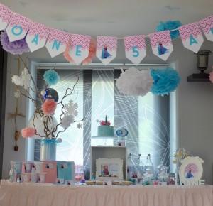 pompons de soie suspendues décoration de salle anniversaire