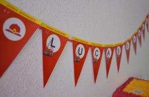 anniversaire pompierq banderole à fanions personnalisée