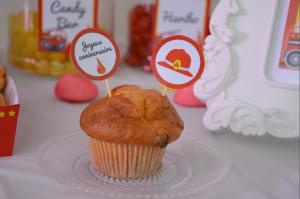 anniversaire pompier Lucas sweet table étiquettes cup cakes