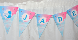 kit sweet table anniversaire reine des neiges banderole à fanions personnalisée