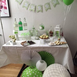 Sweet table baby shower vert et blanc