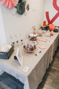 Inspiration baby shower Bordeaux Enjoy Evènements sweet table rose et gris étoiles