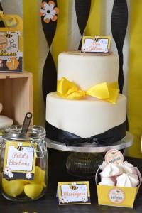 Anniversaire petite abeille design cake