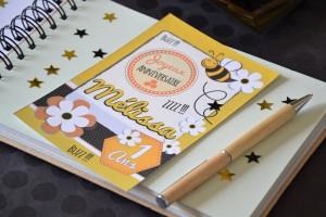 Anniversaire petite abeille livre d'or et invitations