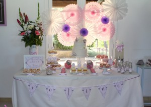Baptême liberty sweet table rose violet et blanc