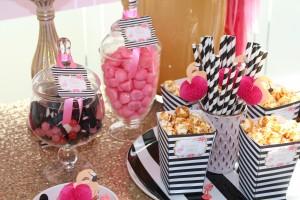 Baptême flamingo candy bar flamant rose noir et rose