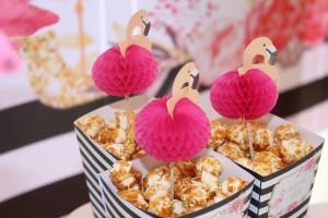 Baptême flamingo sweet table boîtes à popcorn