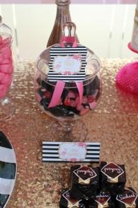 Baptême flamingo candy bar noir et rose flamant rose