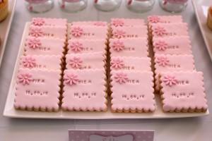 Fête de naissance rose biscuits personnalisés rose