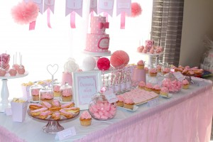 Fête de naissance rose sweet table rose et blanc