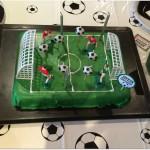 Anniversaire footbal gâteau terrain de foot
