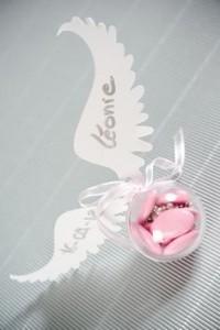 choisir ses dragées contenant boules plexi avec ailes d'ange