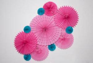 baby shower fuschia et turquoise  mur de rosaces