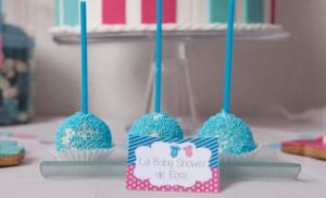 Baby shower fuschia et turquoise pop cake bleu