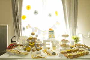 Baby shower jaune et grise sweet table jaune et grise
