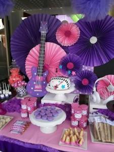 Anniversaire Violetta mur de rosaces