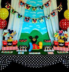 Anniversaire Mickey décor de mur pour sweet table