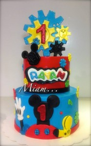 Anniversaire Mickey design cake bleu et rouge