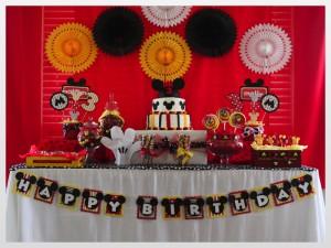 sweet table Mickey mur de rosaces