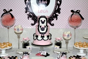 table-de-buffet-minnie-noir-et-rose