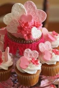 Décorations de tables saint Valentin cupcakes avec coeurs