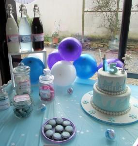 un anniversaire Reine des Neiges sablés et gâteaux