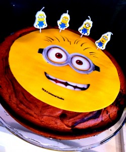 un anniversaire Minions candy gâteau minion