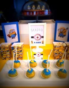 un anniversaire Minions popcakes, cadres les minions