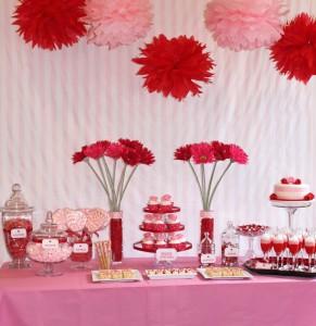 Décorations de tables saint Valentin s rouge et rose avec pompons de soie