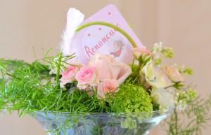 baptême thème des anges : dcomposition florale vert, rose et blanc