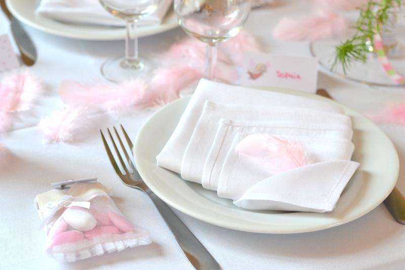 baptême thème des anges  décoration de table plumes rose
