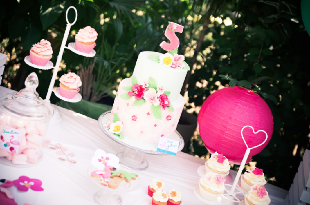 design cake anniversaire tropical party cinq ans